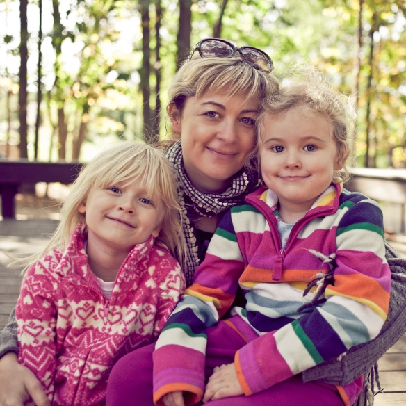 Polina Osherov with her daughters